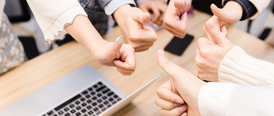 摄图网_500299094_wx_商务团队举大拇指特写(企业商用).jpg